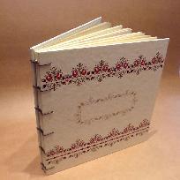 """Книга за пожелания с  принт мотив от шевици с """"петлета"""""""