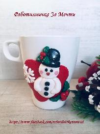 Коледна чаша ръчно декорирана с полимелна глина