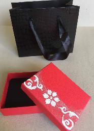 Кутия за бижу и подаръчна торбичка