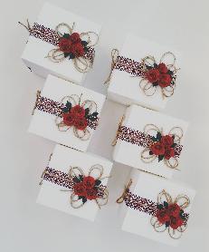 Кутийки с народни мотиви подаръци за гостите на сватба