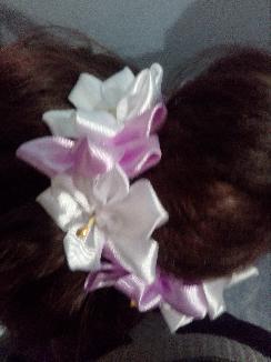 Ластик за кок с цветя от сатен.Ръчна изработка