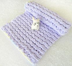 Лилаво бебешко одеяло