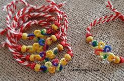 Мартеници с цветни елементи завъртулки