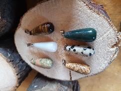 Медальони от естествени камъни и минерали