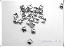 Метални шипове (пирамидки)