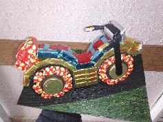 Мотоциклет изработен изцяло от бонбони