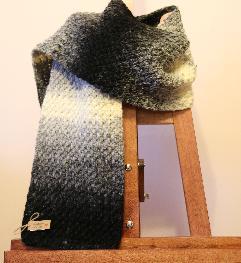 Плетен на 1 кука шал в преливащи цветове