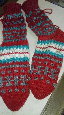 Плетени чорапи с етно мотиви