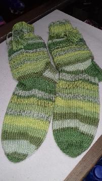 Плетени чорапи с пискюли