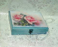 Ръчно декорирана кутия- Рози Перла