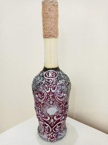 Ръчно декорирана стъклена бутилка