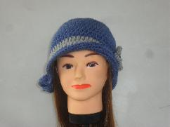 Ръчно изплетена на една кука дамска шапка в ретро стил - модел 041