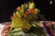 Ръчно изработени хартиени цветя в глинени вазички