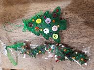 Ръчно изработени новогодишни късмети с играчка за елха от филц