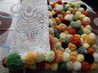 Ръчно изработено килимче от помпони