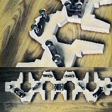 Ръчно направена закачалка с биелни елементи и фиксатори