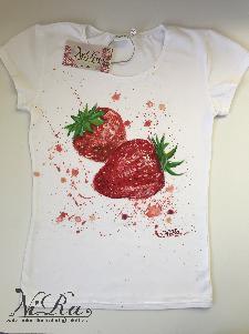 """ръчно рисувана дамска тениска - """"Strawberries"""""""