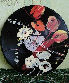 Ръчно рисувани часовници от грамофонни плочи