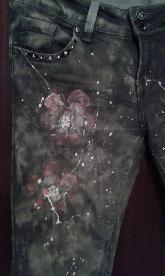 Рисувани сиви дънки