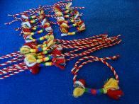 Рошави вълнени мартеници гривни с цветни конци