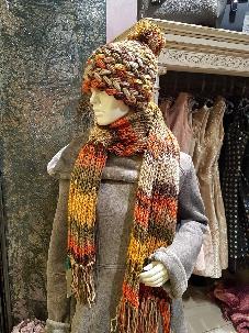 Шапка и шал ръчна изработка. Комплект плетена шапка и шал. Комплект ръчно плетиво.