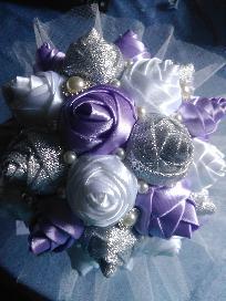 Сватбен букет  от сатенени рози