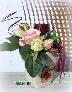 Свещник с рози