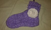 Светло лилави плетени чорапи със сатенена панделка и аксесоар плетено цвете на кука