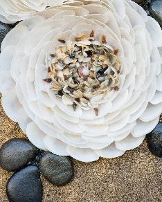 Свеж аромат 1 - Картина с морски камъчета, миди и пясък