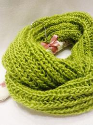 Зелен шал с цвете Дамски шал с брошка подарък Плетен снуд Зимен шал Инфинити шал Коледен подарък