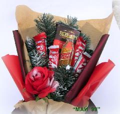 """Зимен """"сладък""""букет с червена роза"""