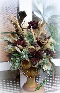 Композиция с екзотични и сухи цветя